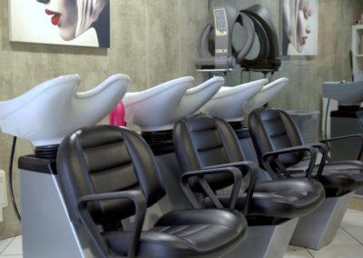 Salon-coiffure-La-Boîte-à-Tifs-Guilers-Bacs-Shampoing-2-400x284